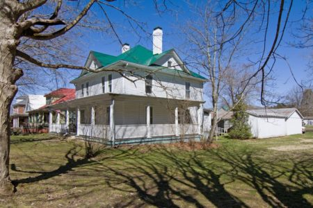 Riverfront Victorian Homeplace 045
